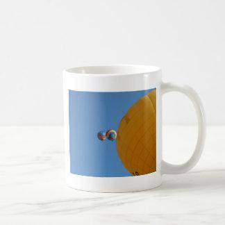 ¡Elevación amarilla del globo! Taza De Café