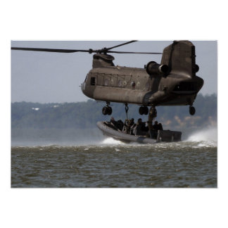 Elevación del barco de CH-47 Chinook Poster