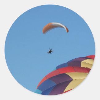 ¡Elevación sobre los globos! Pegatina Redonda