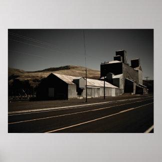 Elevador de grano viejo del Trackside en Idaho (28 Poster