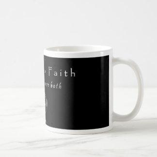 Elija la razón o la fe taza de café