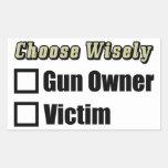 Elija sabiamente: ¡Dueño o víctima de arma! Rectangular Pegatina