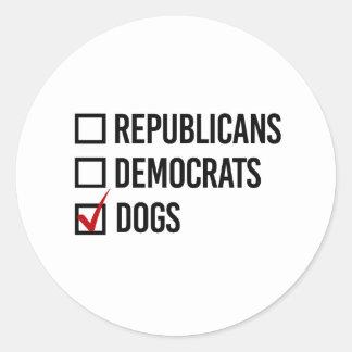 Elijo perros sobre políticas - - pegatina redonda