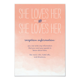 """Ella ama su tarjeta lesbiana de la recepción invitación 3.5"""" x 5"""""""