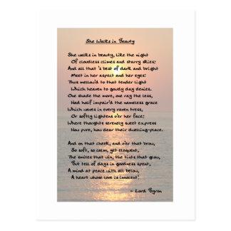 Ella camina en belleza/postal de la puesta del sol tarjetas postales