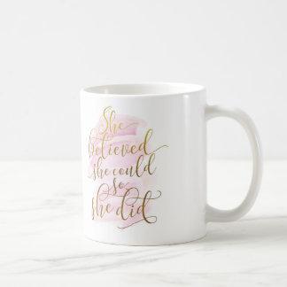 Ella creyó que ella podría así que ella hizo taza de café