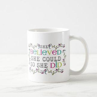 Ella creyó que ella podría citar taza de café
