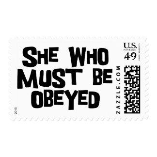 Ella debe ser obedecida franqueo