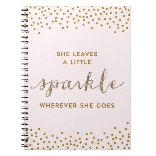 Ella deja un poco cuaderno de la chispa