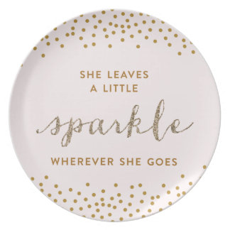 Ella deja una pequeña placa de Sparkle™ Plato