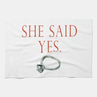 Ella dijo sí el compromiso del novio toalla de cocina