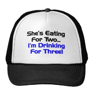 Ella está comiendo para dos. Estoy bebiendo para t Gorro
