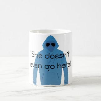 ¡Ella incluso no va aquí! Taza