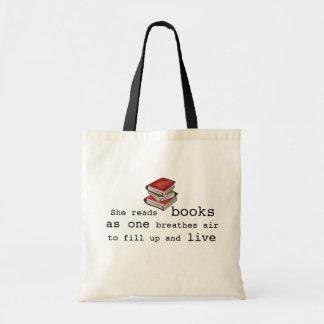 Ella leyó los libros para vivir la bolsa de asas d
