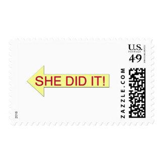 Ella lo hizo (la flecha izquierda) sellos