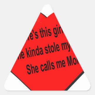 Ella me llama mamá ................. pegatina triangular