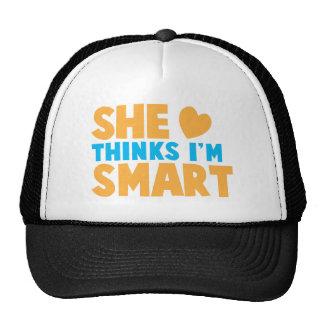 ¡Ella piensa que soy ELEGANTE! Gorra