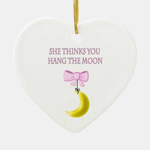 Ella piensa que usted cuelga la luna adorno de cerámica en forma de corazón
