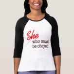 Ella que debe ser camisa obedecida…