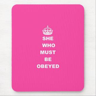 Ella que debe ser obedecida mouse pad