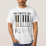 Ella quiere la música del piano de D Playeras