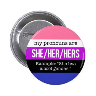 Ella/sus pronombres - bandera de Genderfluid Pin Redondo De 2 Pulgadas