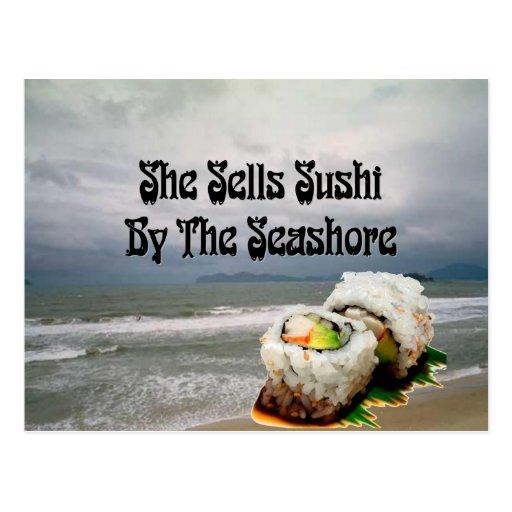 Ella vende el sushi por la costa tarjetas postales