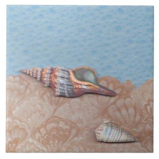 Ella vende, las cáscaras del mar azulejo cuadrado grande
