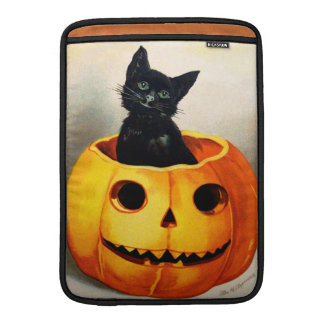 Ellen H. Clapsaddle: Black Cat in Jack O'Lantern Sleeves For MacBook Air