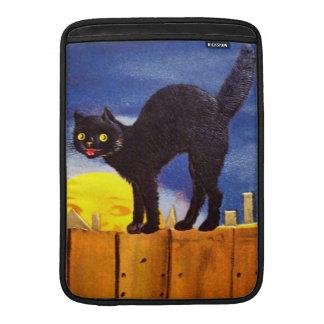 Ellen H Clapsaddle Gato negro en una cerca Fundas Para Macbook Air