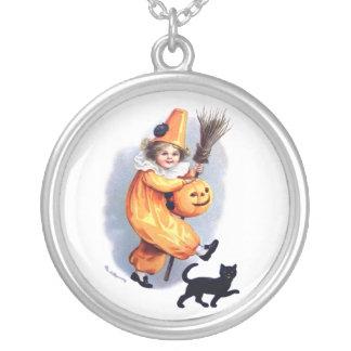 Ellen H. Clapsaddle: Halloween Harlequin with Cat Pendant