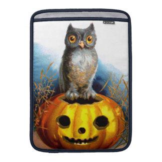 Ellen H. Clapsaddle: Halloween Owl MacBook Air Sleeves