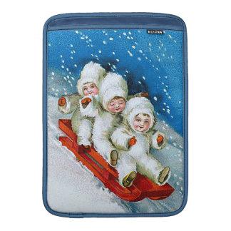Ellen H Clapsaddle Niños del invierno en el trin Funda Macbook Air