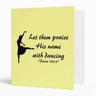 Elogíelo con la carpeta del baile