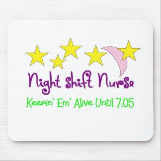 Em de Keepin de la enfermera del turno de noche vi Alfombrillas De Ratones