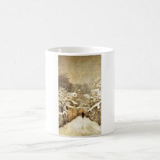 Em Louveciennes de Alfred Sisley - de Neve - lona  Taza Básica Blanca