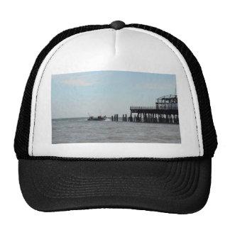 Embarcadero abandonado gorras
