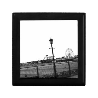 Embarcadero blanco y negro de Skegness Cajas De Recuerdo