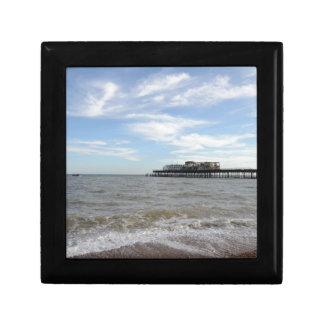 Embarcadero de Hastings de la playa Cajas De Joyas
