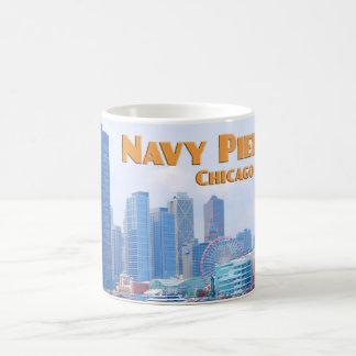 Embarcadero de la marina de guerra - Chicago Taza Básica Blanca