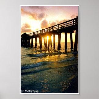 Embarcadero de la puesta del sol poster
