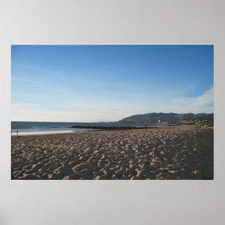 Embarcadero de la roca en la playa de Ventura Póster