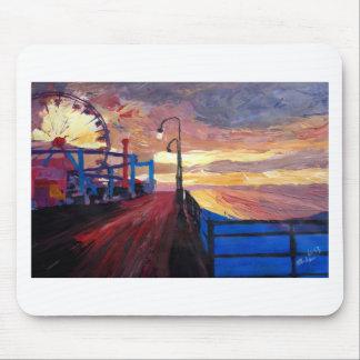 Embarcadero de Santa Mónica en el amanecer Alfombrillas De Ratones