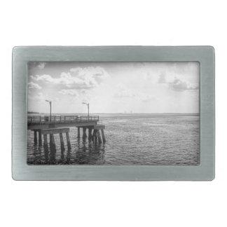 Embarcadero del océano en blanco y negro hebilla cinturon rectangular