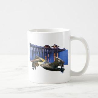 Embarcadero del pelícano taza de café