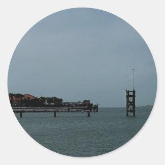 Embarcadero en el paso de Aransas Pegatina Redonda