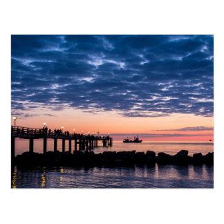 Embarcadero en la orilla del mar Báltico Tarjetas Postales