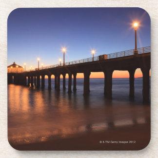 Embarcadero en la puesta del sol, California de Ma Posavasos De Bebidas