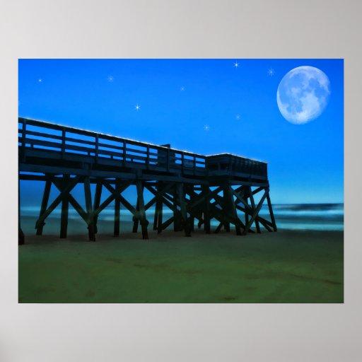 Embarcadero y claro de luna de la noche póster