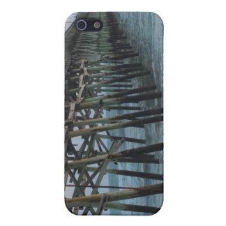 Embarcadero y ondas - isla del roble, NC iPhone 5 Funda